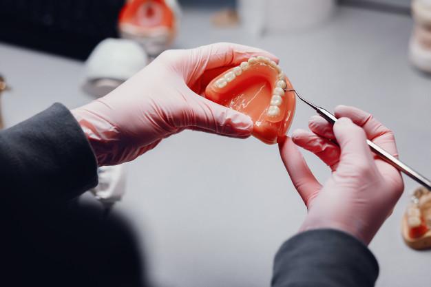 ventaja de los implantes dentales frente a las prótesis